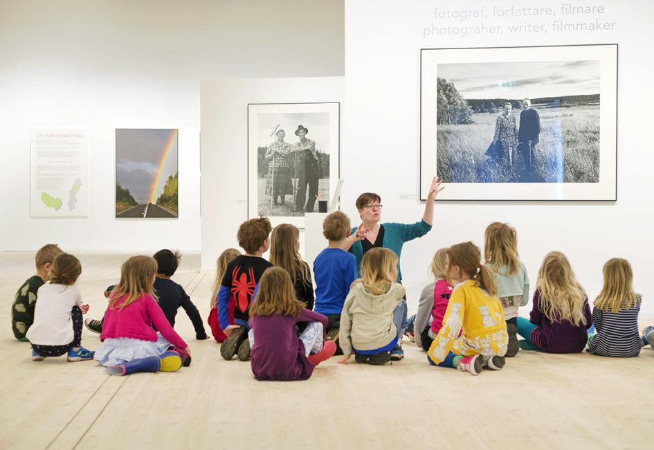 Föreläsning för skolklass på Västerbottens Museum