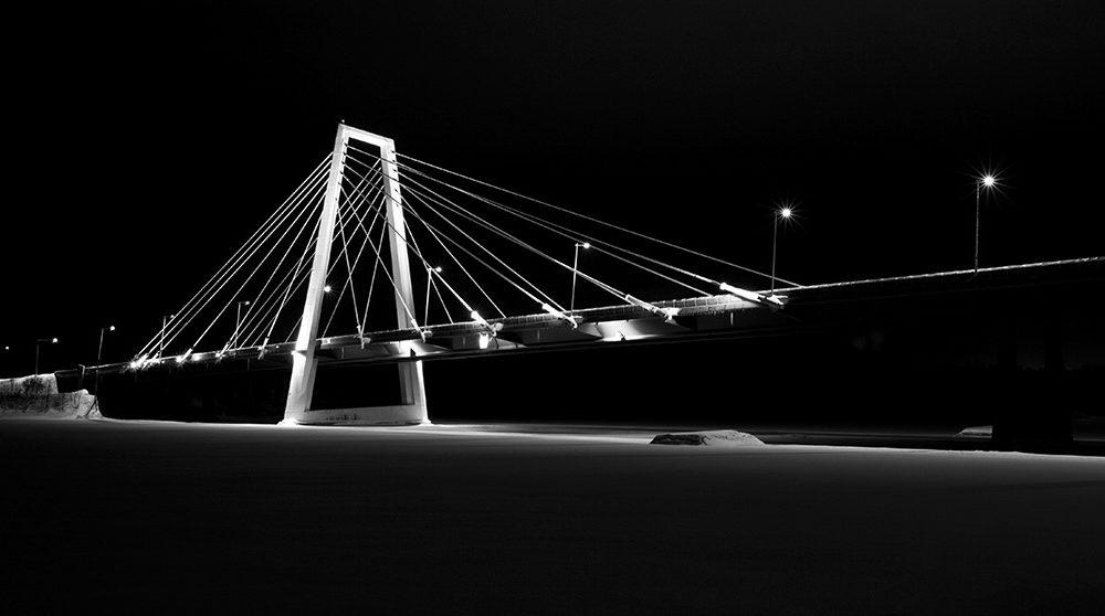 Nattbild på Kolbäcksbron i Umeå