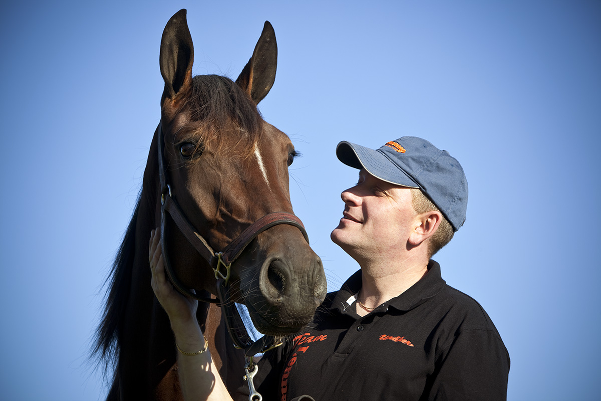 Travtränaren Sören Lenartson med hästen Vincennes